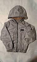 Куртка ветровка на флисе для мальчика на 6-10 лет серого,бежевого цвета с капюшоном  оптом
