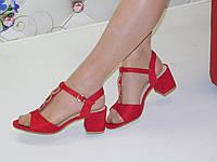 Женские босоножки красные замшевые на толстом каблуке 6 см