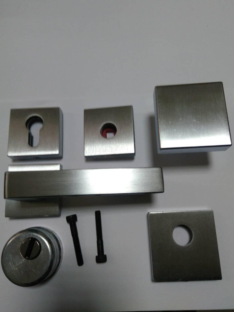 Комплект Quadra для входной двери (ручка,кноб,накладка под цилиндр,броненакладка) хром матовый