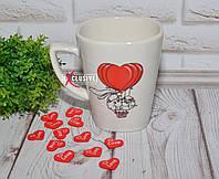 Чашка для влюбленных с овечками на воздушном шаре.