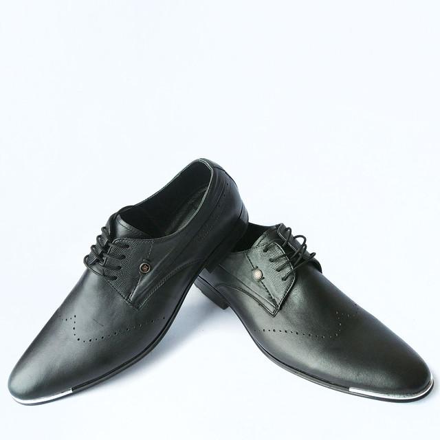 Кожаная харьковская мужская обувь классические туфли черного цвета с  перфорацией на шнуровке 2539251b75b
