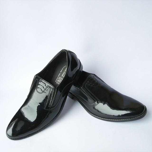 Мужская обувь украинских производителей классические туфли лаковые черного цвета под ложку