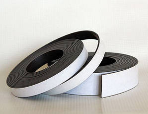 Магнитная лента с клеевым слоем (26ммх1,5мм)