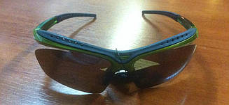Спортывние сонцезахисні окуляри