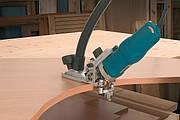 Облицювання кромок меблевих деталей з криволінійними контурами і обрізка звисів