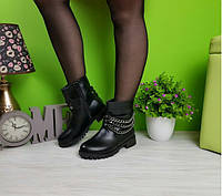 Ботинки женские с тремя цепями и черной подкладкой