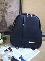 Стильный женский рюкзак черного цвета из кожзама с матовой поверхностью