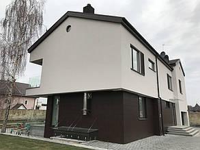 """Общий вид дома после облицовки. HPL """"тёмно-коричневого"""" цвета."""