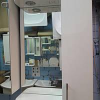 Зеркало со шкафчиком и подсветкой для ванной комнаты 60 см