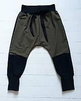Демисезонные штанишки с заплатками цвета хаки. Размер 86 см