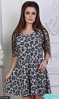 Стильное принтованное платье с юбочкой клеш