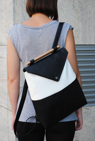 "Женский рюкзак ""Skins Black-White"" черный с белым"