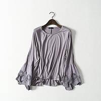Блуза трикотажная с кружевным воланом