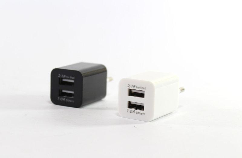 Сетевой адаптер в розетку на 2 USB порт.