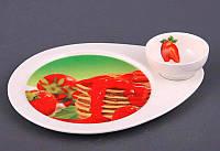 """Блюдо для блинов с соусником 25х20 см. """"Клубничный джем"""" фарфоровое, красное"""