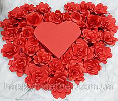 Сердце из цветов и из картона