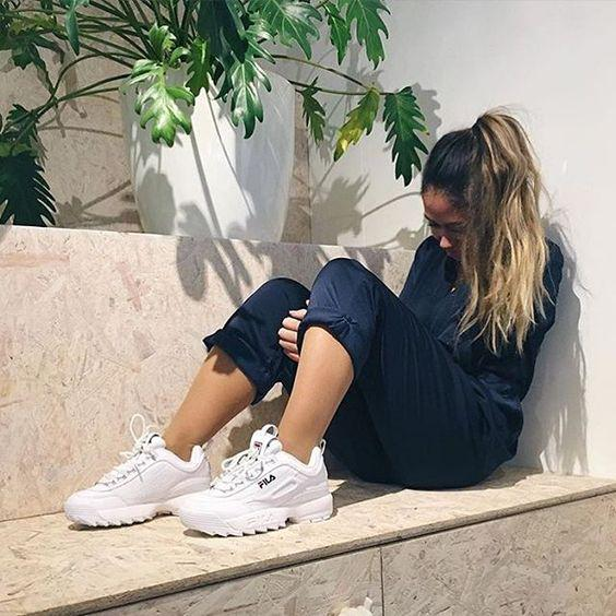 Женские кроссовки FILA DISRUPTOR II на ноге