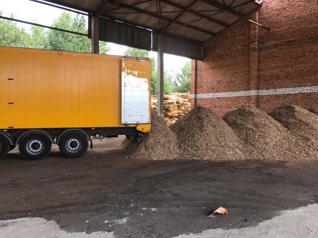 Доставка древесной щепы, тырсы, сыпучих грузов щеповозом Knapen 92 куба