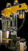 Диссольвер трёхвальный с гидроподъёмником.