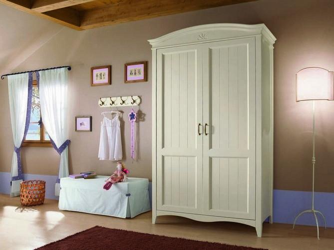 Шкаф для спальни из дерева