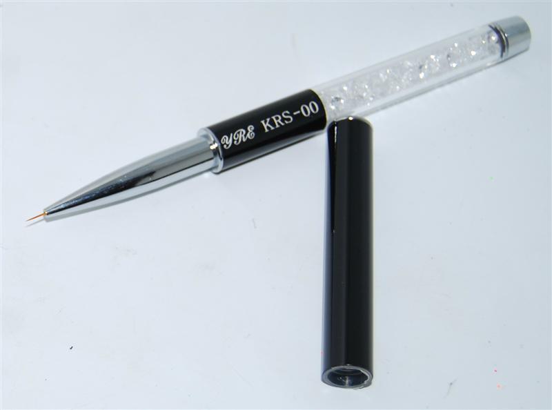Кисть для рисования со складной ручкой.
