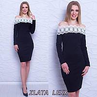Платье из трикотажа с кружевом и открытыми плечами 773979