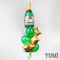 Композиция из Бутылки шампанского, 3 золотых фольгированных звезд, 2 прозрачных шаров с золотым конфетти и 4 з