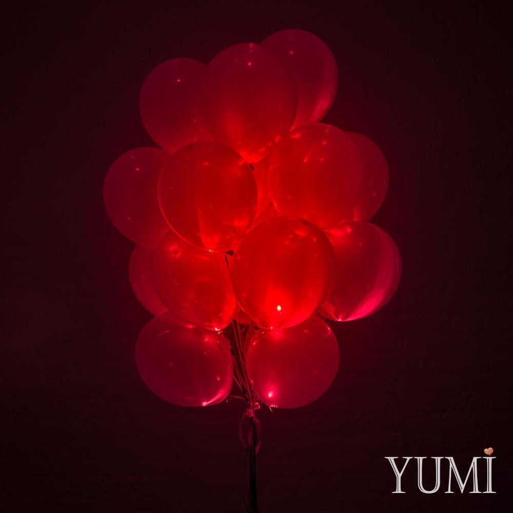 Связка из 20 красных светящихся гелиевых шаров
