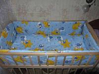 Защита в детскую кроватку голубая