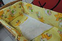 Защита в детскую кроватку желтая