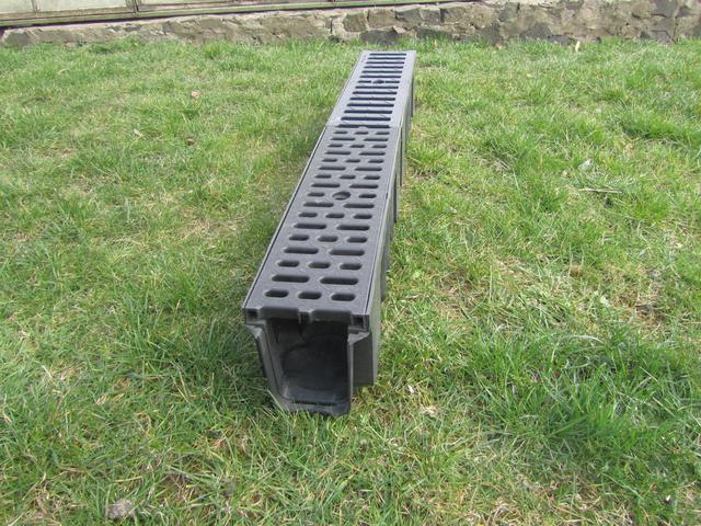 Водоотводный лоток с легкой полипропиленовой решеткой
