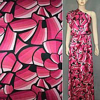 Атласная ткань стрейч розовая малиновая с черными цветами атлас