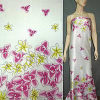 Атласная ткань стрейч светло бежевая в малиновые цветы атлас