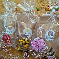 Вкусные подарки: чай на выбор и магнит-корзинка с цветами или топиарий