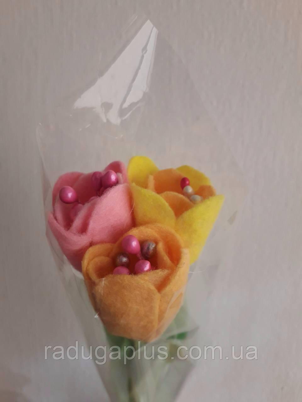 Тюльпаны к 8-му марта Букет из трех тюльпанов. - РАДУГА в Киеве