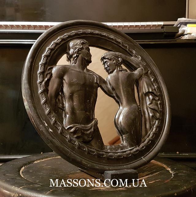 Мраморный барельеф на зеркале