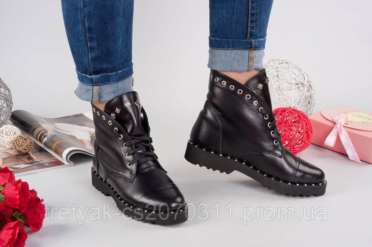 Женские  ботинки с заклёпками весна - осень