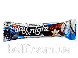 Батончик DAY&NIGHT з полуничною начинкою у глазурі 22гр. х6 х 24