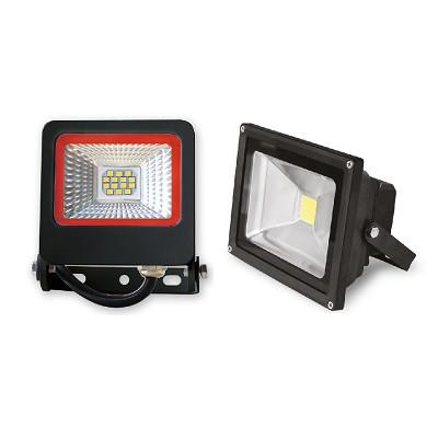 Внешний вид уличных светодиодных прожекторов 10 Вт с SMD и COB матрицей отличается один от другого