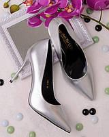 Серебристые туфли на шпильке