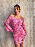 Красивое женское розовое платье гипюр