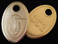 Гардеробный номерок из металла овальный, латунный 36х29 мм односторонний (Цепочка и колечко: Да; )