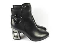 Черные стильные ботинки