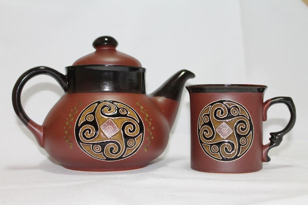Нанесение рисунков на керамическую посуду, создание логотипов.