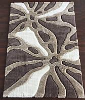 Бело-коричневой ворсистый ковер