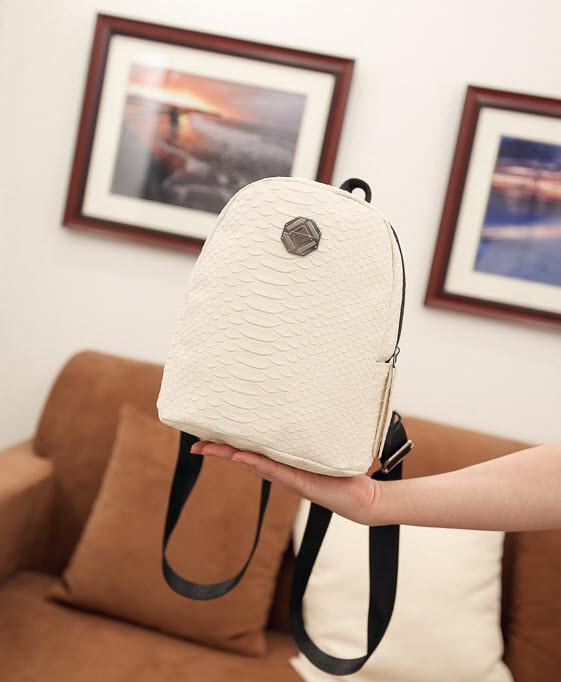 Стильный городской рюкзак под кожу рептилии
