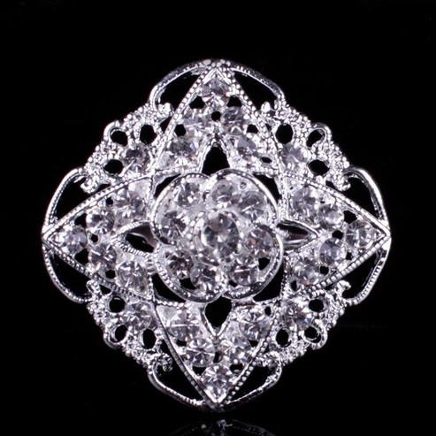 Брошь Хрустальный цветок серебро sbB5/ цвет серебро