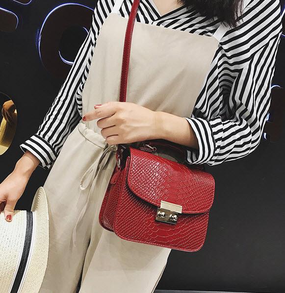 Элегантные сумки сундучки под кожу рептилии