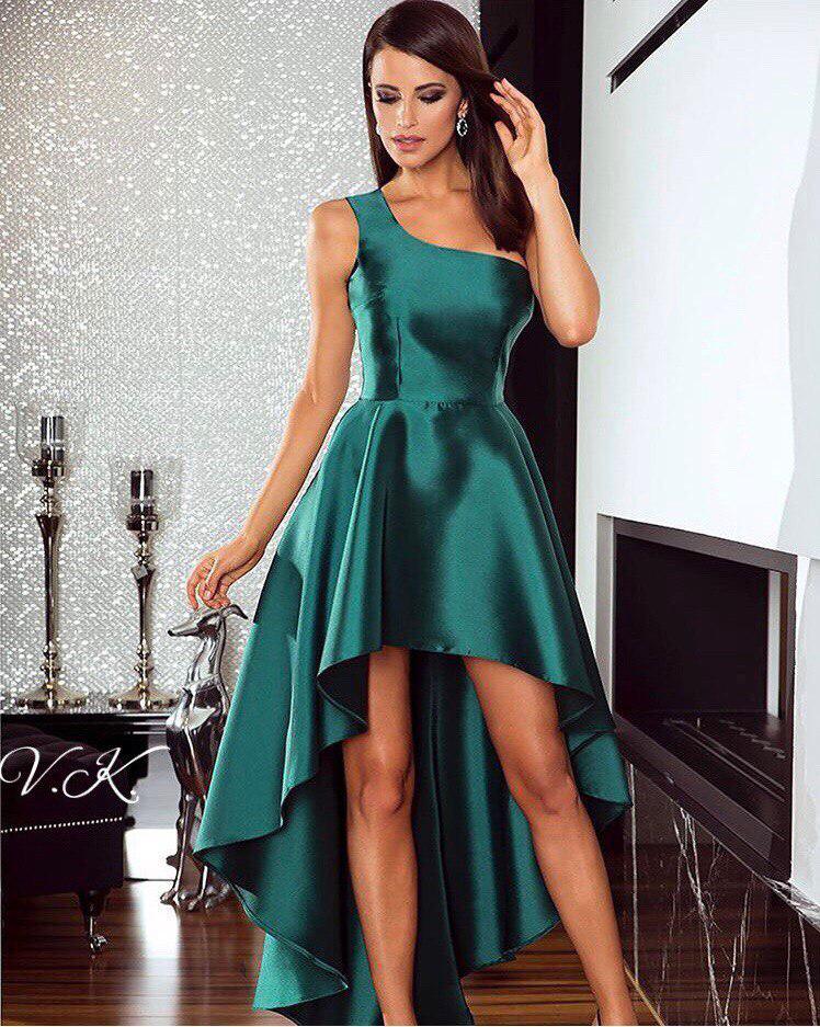 Асимметричное платье из атласа на одно плечо