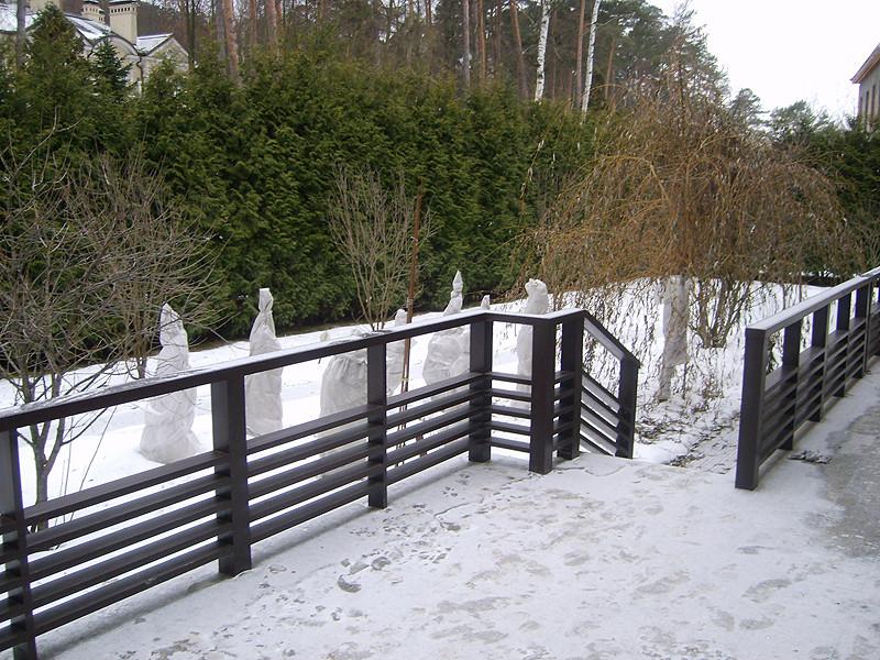 Деревянные перила для террасы